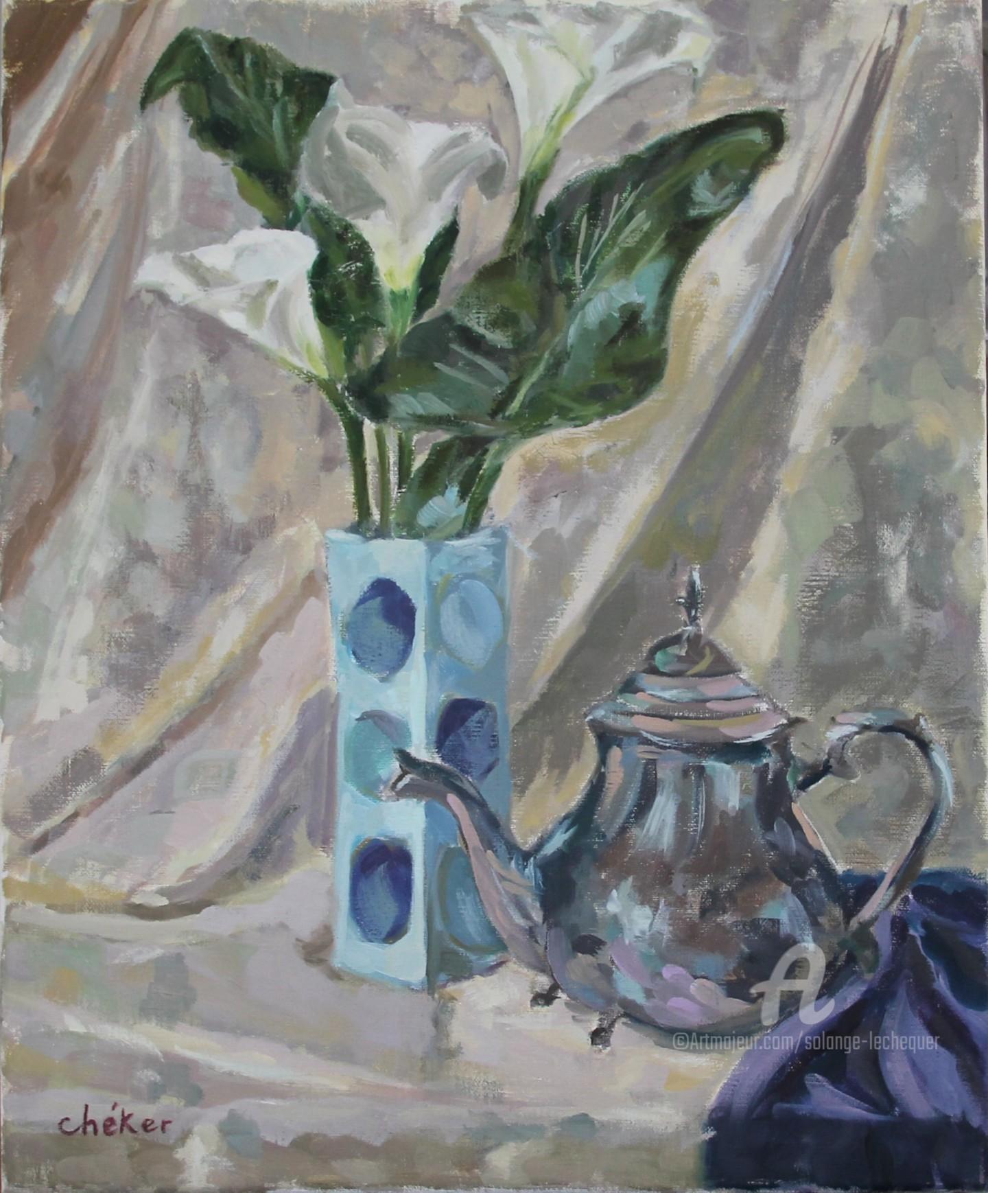 CHéKER - Vase bleu fleurs arums et théière argent